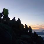 Erschoepft-glueckliche Gipfelstuermer