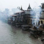 Leichenverbrennung am Ganges (Varanasi)