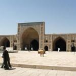 Moschee in Isfahan mit einem der ersten Turbanträger, den wir sahen – da mussten wir natürlich ein Foto machen.