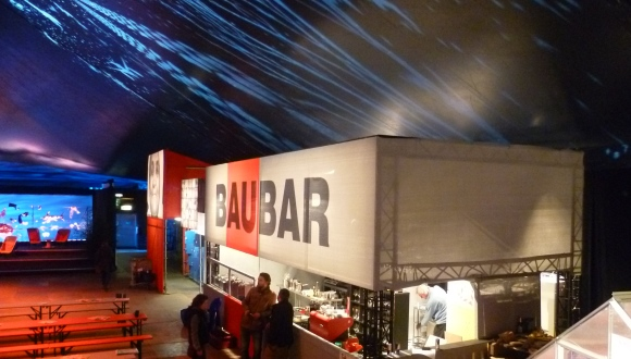 Trinken auf die Zukunft - die Baustellen Bar im Weltsalon